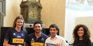 La nazionale italiana di volley sbarca a Perugia. Le ragazze di Mazzanti in visita dal sindaco Romizi in attesa della tre giorni di Vnl