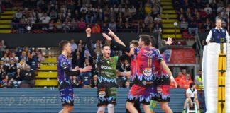 6 su 6: la Sir chiude il girone a punteggio pieno. Anche se a giochi fatti, pure Varsavia si arrende a una rimaneggiata Perugia per 3-1