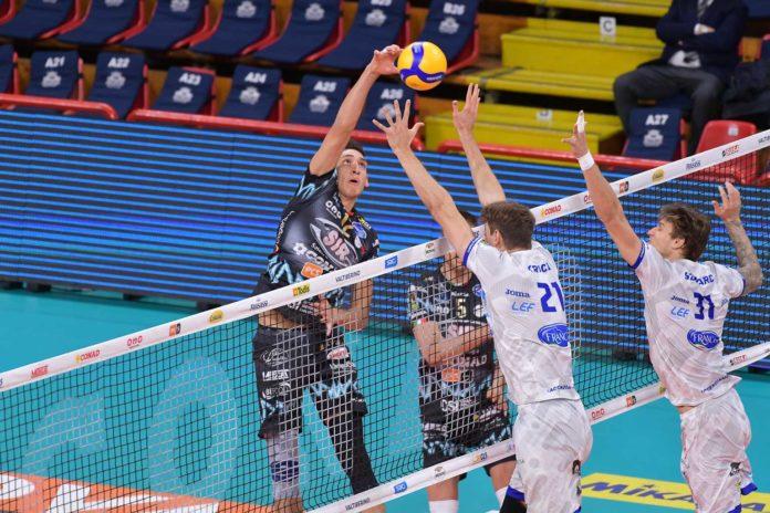 Primo grande ostacolo per la Sir: domenica si va a Trento. I Block Devils in casa del grande ex Podrascanin. Match in diretta su Rai Sport